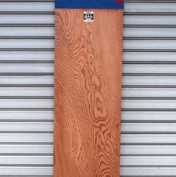 木材のブロックに加工されます。